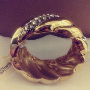 Costume jewelry bracelet
